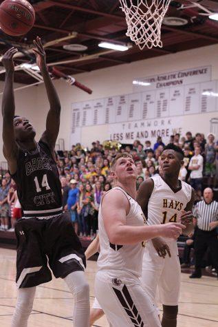 Boys basketball team tops Junction City