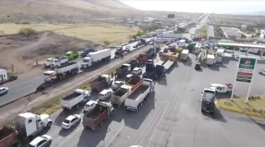 Traffic+is+stalled+on+a+highway+in+Chihuahua+due+to+a+blockade+put+in+place+to+protest+raised+gas+prices.