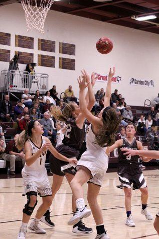 Girls basketball wins against Dodge City