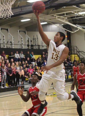 Boys basketball rolls through Pratt for the win