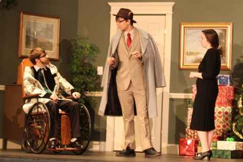 'The Man Who Came to Dinner' cast perform first dress rehearsal