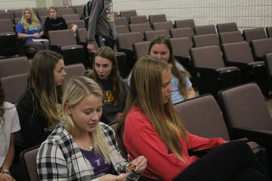 Students prepare and wait in the lecture hall for the first official meeting of the Medical Professionals Club on Oct. 8th.