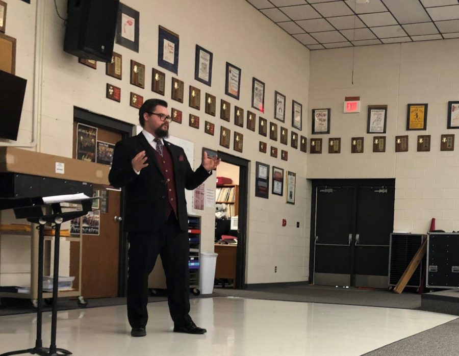 Assistant Ellis County Attorney Aaron Cunningham speaks to students about career in law