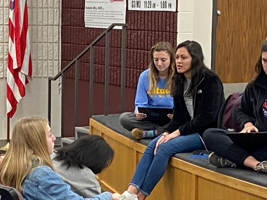 StuCo+Vice+President+Yesenia+Maldonado+discusses+Indian+Call+during+the+StuCo+meeting+on+Jan.21.+This+year+the+Indian+Call+dance+will+be+held+on+Feb.+22