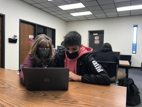 Instructor Lisa Renz helps sophomore Hector Amaya with his class work. This is one of many class periods her English class has spent in the library.