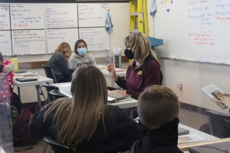 English Teacher Liza Renz teaching a class of freshmen.