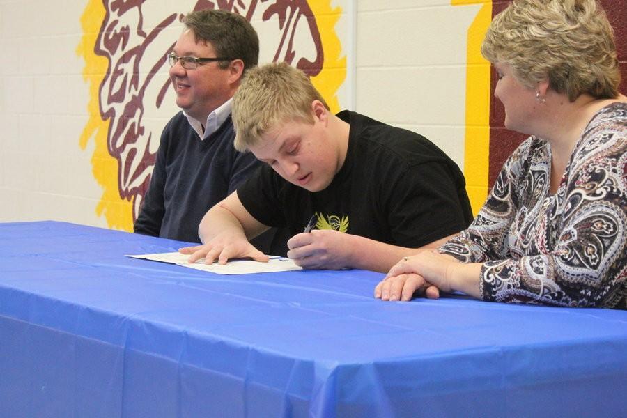 Denton Rathke signs to Tabor