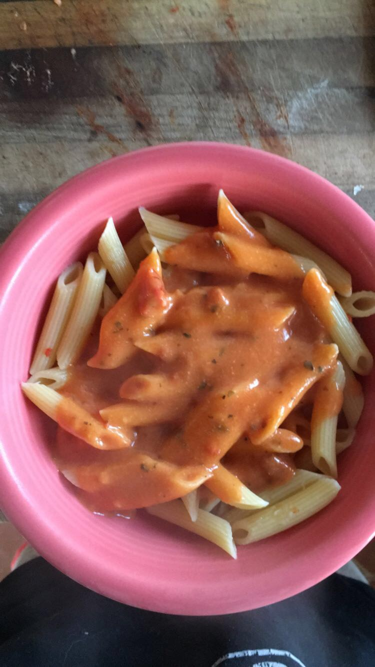 This pasta is covered in a tomato cream sauce. The sauce contains nutritional yeast to give it a cheesier flavor and almond milk to make it creamier.
