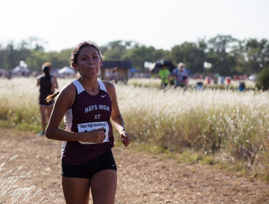 Sophomore+Yesenia+Maldonado+races+toward+the+finish+of+the+home+race.