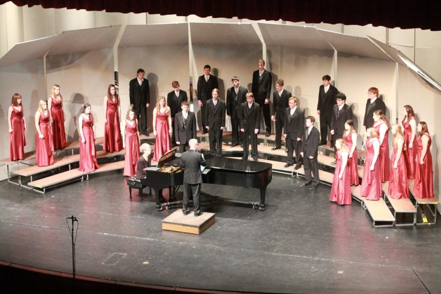 Chamber+Singers+opens+the+Winter+Concert%2C+singing+%22My+Lord+Has+Come%22+by+Will+Todd%2C+%22De+King+is+Born%22+by+Morgan+Ames+and+Donna+McAfee+and+%22Good+King+Kong+Looked+Out%22+by+P.+D.+Q+Bach.+
