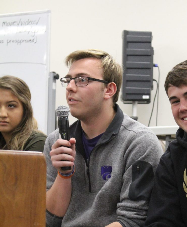 Senior+Dusty+Schneider+kicks+off+the+StuCo+meeting+which+talked+about+the+talent+show%2C+SAFE%2C+the+garden+and+the+Prom+Fashion+Show.+The+talent+show+will+take+place+on+Apr.+27.