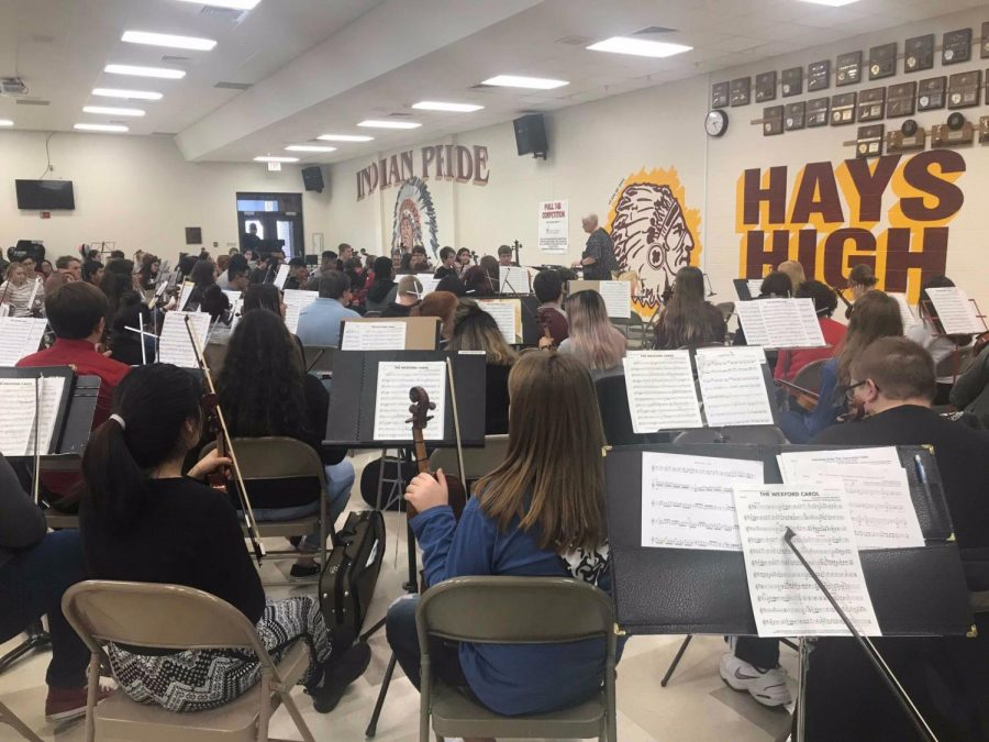 High+school+orchestra+A+during+their+first+day+of+practice.