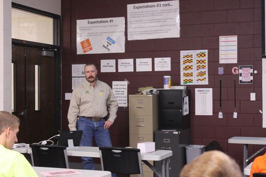 Carrico Site Manager Jason Taylor presents to students interested in agricultural sales on Oct. 24.