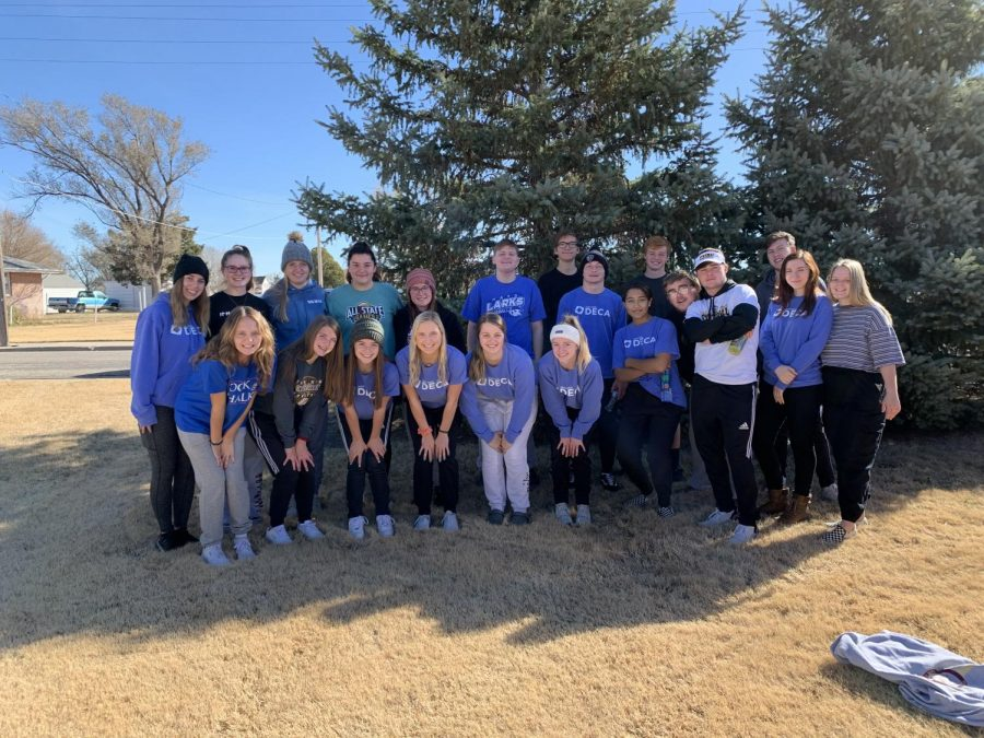 The+group+of+DECA+students+that+helped+with+the+Turkey+Trot+on+Nov.+9.+