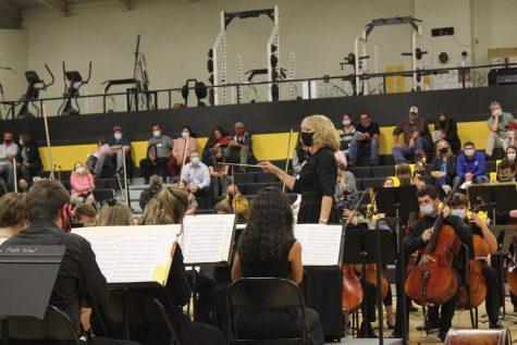 "Concert orchestra performs ""Brandenburg Concerto, No. 3"" by Bach/Issac and ""Fantasia on a Theme from Thailand"" by Richard Meyer."